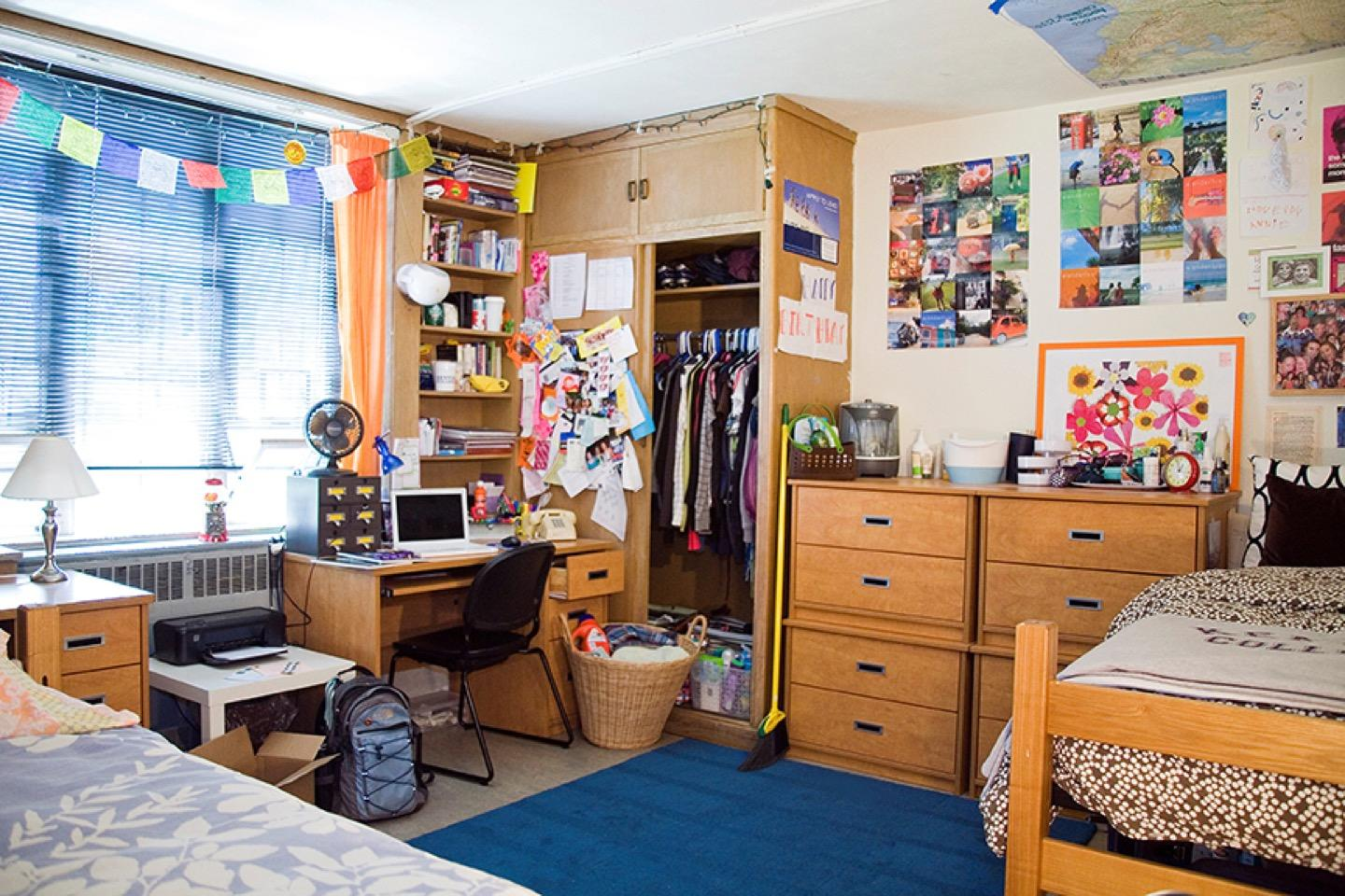5 Things Every College Dorm Room Needs Part 3