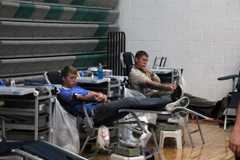 The+fall%2Fwinter+Pella+High+Blood+Drive+went+underway+yesterday%2C+November+19.+Students+gave+blood+all+day.+%E2%80%9C+I+thought+it+felt+really+good+to+donate+knowing+that+you%E2%80%99re+saving+someone%2C+and+your+blood+can+save+anyone%2C+depending+on+your+blood+type%2C%E2%80%9D+said+sophomore+Carly+Shaus.+%E2%80%A2Photo+by+Jacob+Miedema%0A-Aleasha+Reed+%28areed%40pelladium.com%29