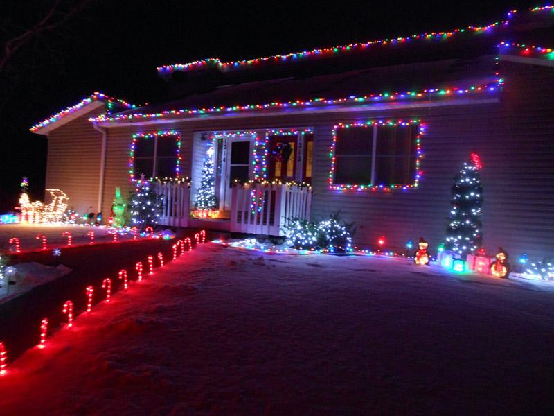 With+Christmas+just+around+the+corner%2C+decoration+have+appeared+on+many+Pella+homes.+%E2%80%9CChristmas+lights+brings+a+nice+touch+to+Christmas+because+they%E2%80%99re+so+bright+and+happy%2C%E2%80%9D+said+sophomore+Destiny+Arkema.+American%E2%80%99s+spend+over+%246+billion+on+Christmas+lights+every+year%2C+according+to+MSN+Money.+%E2%80%A2Photo+by+Aleasha+Reed%0A