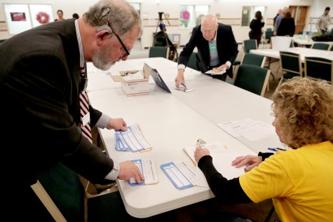 Iowa Caucus precinct workers count and tally Iowa Democratic Caucus votes by hand as caucus votes are counted after a Democratic presidential caucus at West Des Moines Christian Church in West Des Moines, Iowa, U.S., February 3, 2020. Picture taken February 3, 2020. REUTERS/Jim Bourg